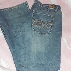 LEI Curvy Boot Jeans